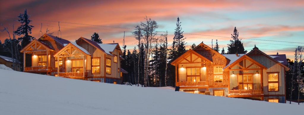Beautiful Chalet Experience At NIght.